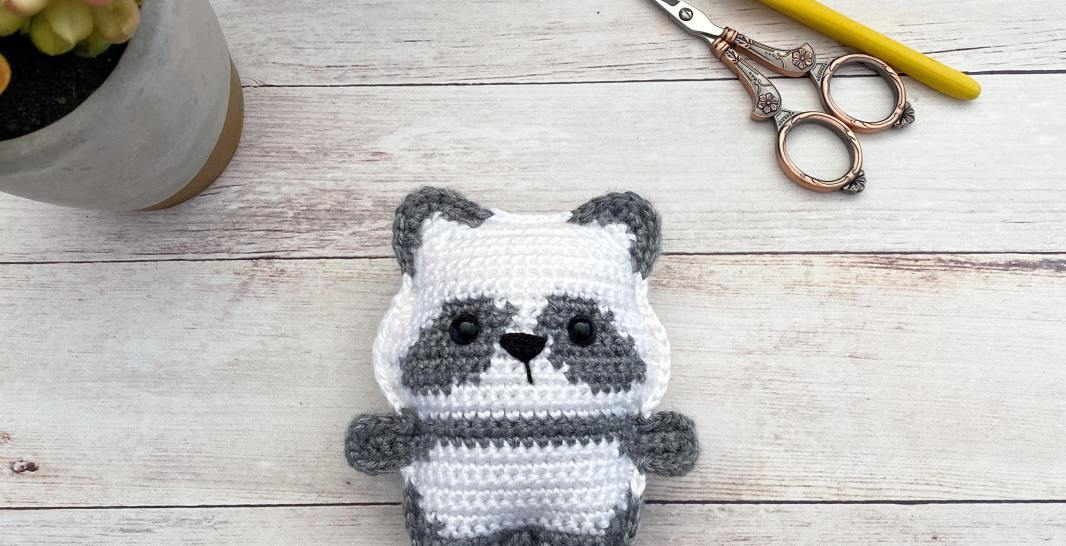 Super Cute Panda Crochet Patterns You Will Love | The WHOot | 546x1066