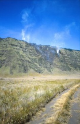 Crossing Mt Bromo, tengger crater