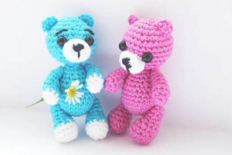Bears holding hands - Easy Testimonials with spinmyplates.com