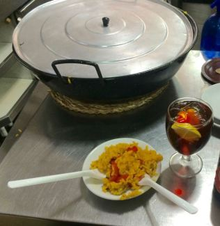 paella and vermut