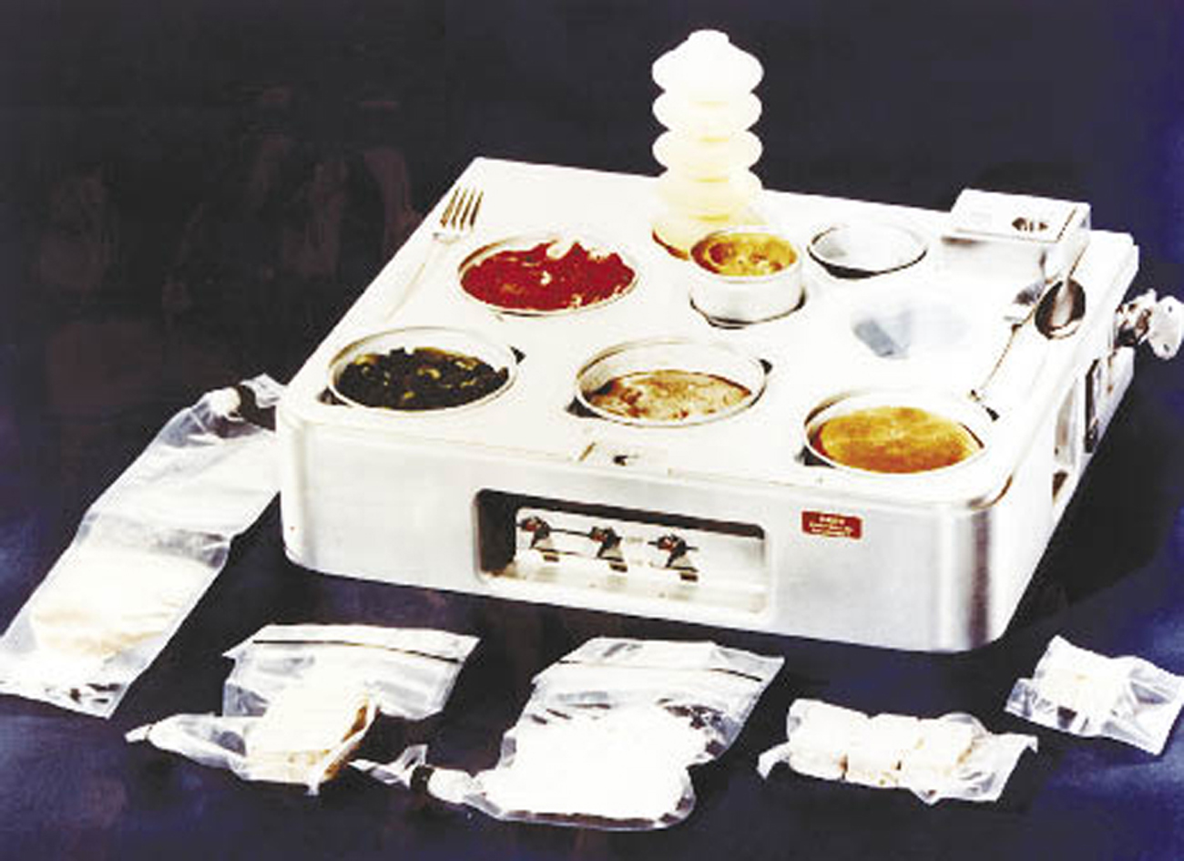 Skylab food heating and serving tray