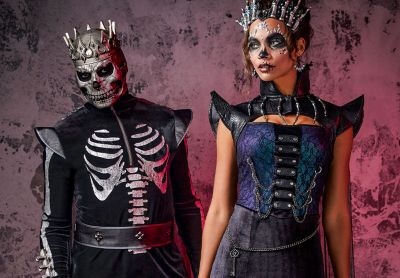Every year, there's that one superhero film, hit tv show or viral meme that inspires everyone's costume ideas when halloween rolls around. Couples' Halloween Costumes & Ideas for 2021 - Spirithalloween.com