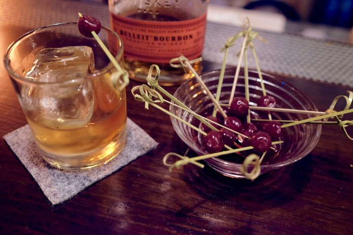 flagship old fashioned with whisky