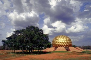 Auroville_matrimandir_cloud