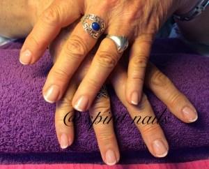 Prachtige french manicure op de natuurlijke nagels