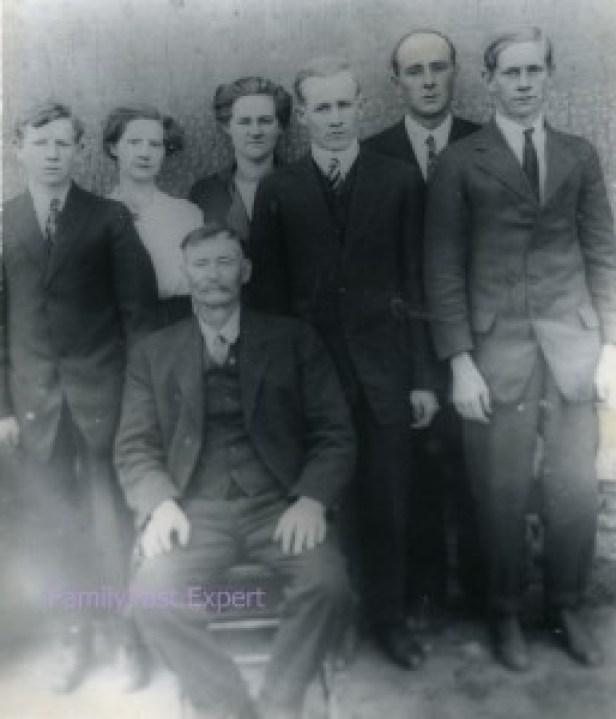 1914 ca JT Estes family