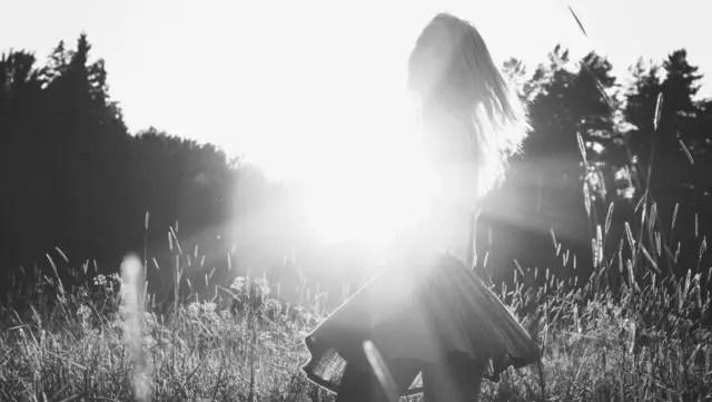 女の子 女性 夕日 光 自然 健康