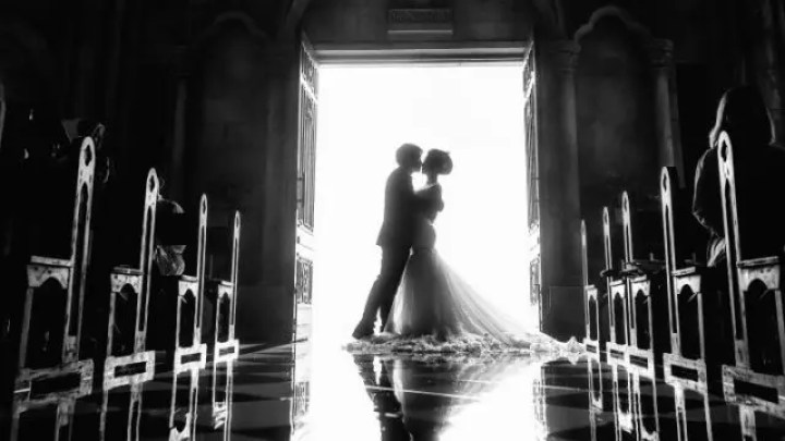 結婚式 ウエディング 誓いのキス 夫婦