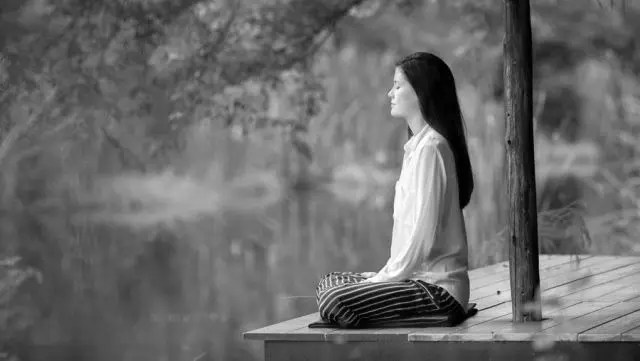瞑想するだけで人生が劇的に変わるその8の効果とは?