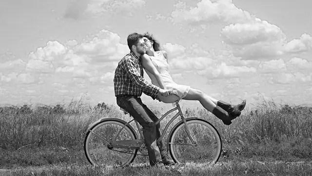 カップル サイクリング 自転車 キス
