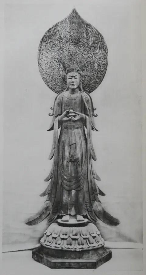 法隆寺夢殿の本尊観音菩薩立像