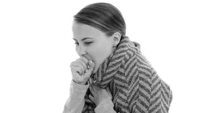 咳をする女性 病気 喘息