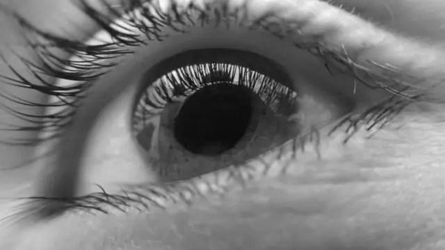 目 まつげ 視線
