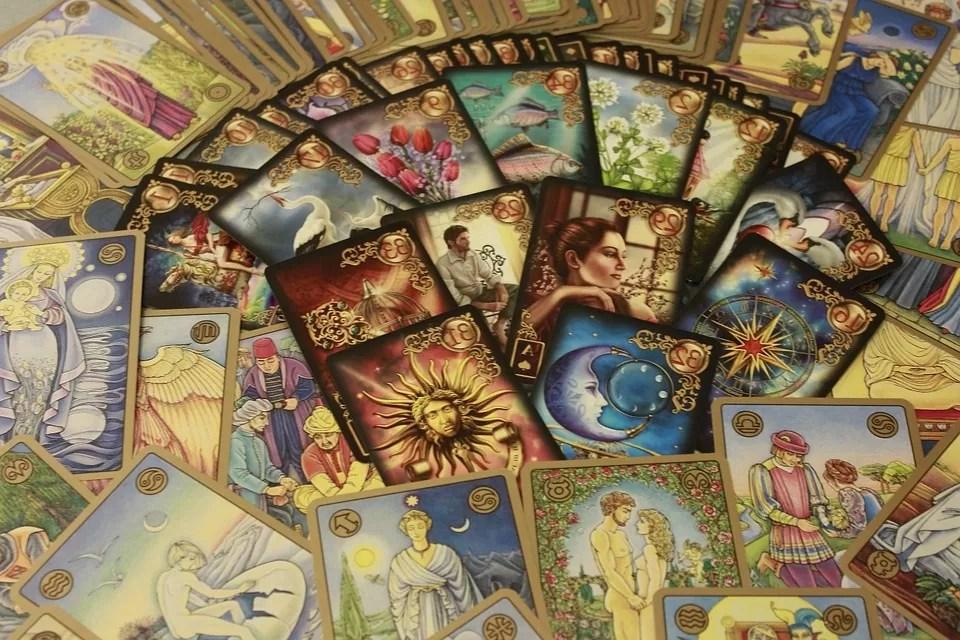 Carte Tarot Divinatoire.Cartomancie Les Meilleurs Jeux De Tarots Et Oracles