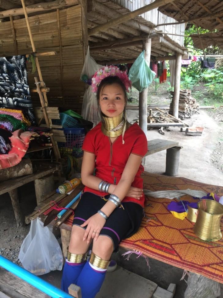 若い首長族女性
