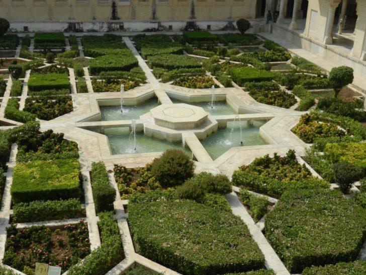 アンベール城、中庭