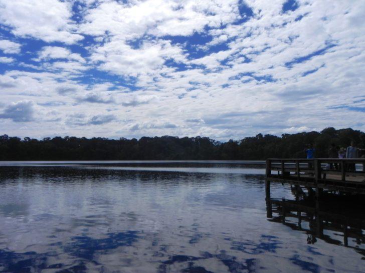 ヤクロム湖