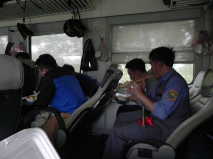 ベトナム統一鉄道車内の様子
