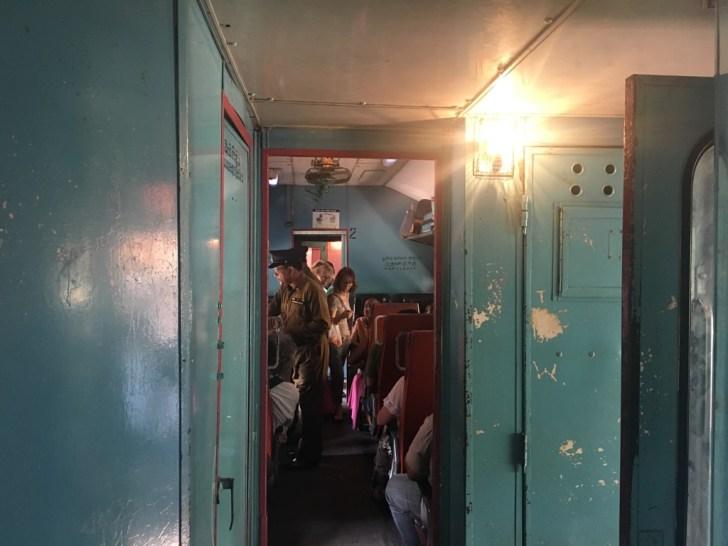 スリランカ鉄道車内の様子