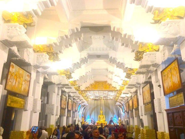 仏歯寺、仏教の歴史が描かれた部屋