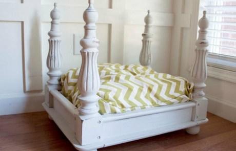 Ένα αναποδογυρισμένο τραπέζι μπορεί να γίνει ένα πολύ καλό κρεβατάκι