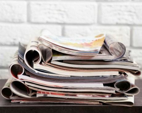 Μην καρατάτε παλιά περιοδικά και εφημερίδες. Πετάξτε τα όλα στην ανακύκλωση.