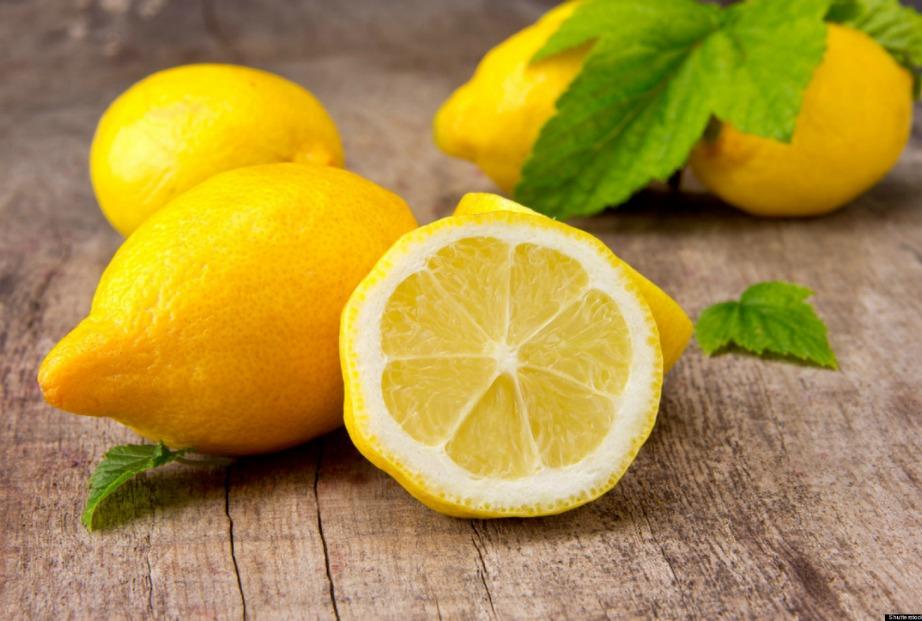 Για το αιθέριο έλαιο χρησιμοποιήστε μεγάλα λεμόνια που είναι συνήθως πιο αρωματικά καθώς έχουν πιο χοντρή φλούδα.
