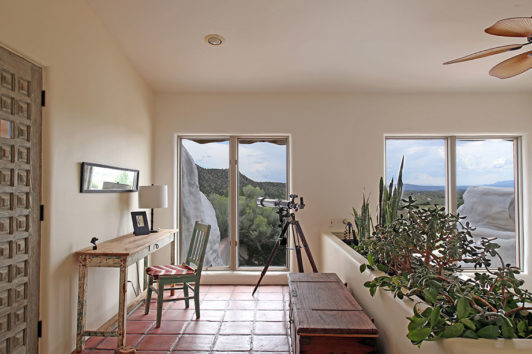 Η θέα από τμήμα του εσωτερικού του σπιτιού.