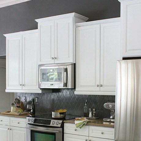 Μετά την μίνι ανακαίνιση η κουζίνα άλλαξε εντελώς όψη.