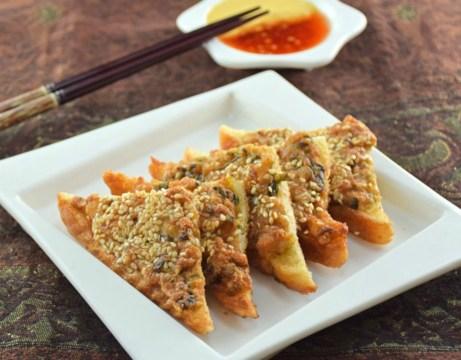 Το κινέζικο τοστ περιέχει μεταξύ άλλων χοιρινό, γαρίδες και μπόλικο σουσάμι.