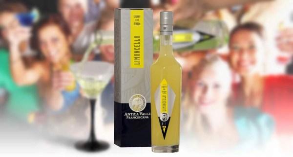Дэнни де Вито открыл во Флориде ресторан, где подают лимончелло под его брендом
