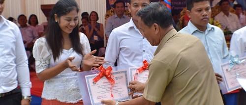 Teachers receiving recognition certificates