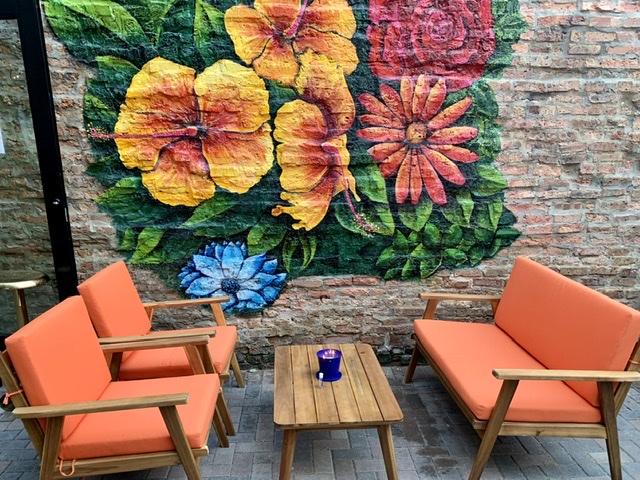 Dandy Crown outdoor patio