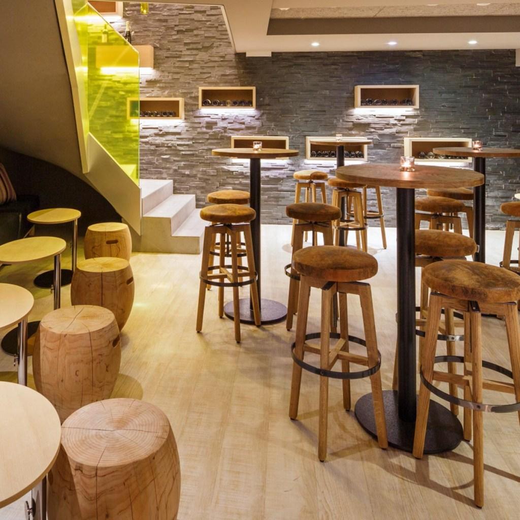 Profil Swiss Wine Hotel and Bar Wine Bar caveau
