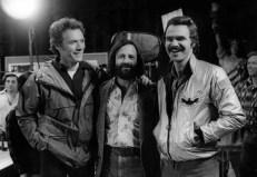 Clint Eastwood besucht Lawrence Gordun und Burt Reynolds am Set ...