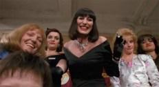 Eva Ernst (Anjelica Huston)