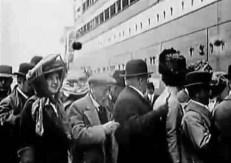 Die Passagiere gehen an Bord