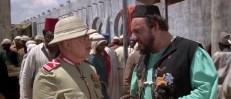 Colonel Bockner (Herbert Lom) und Dogati (John Rhys-Davies)