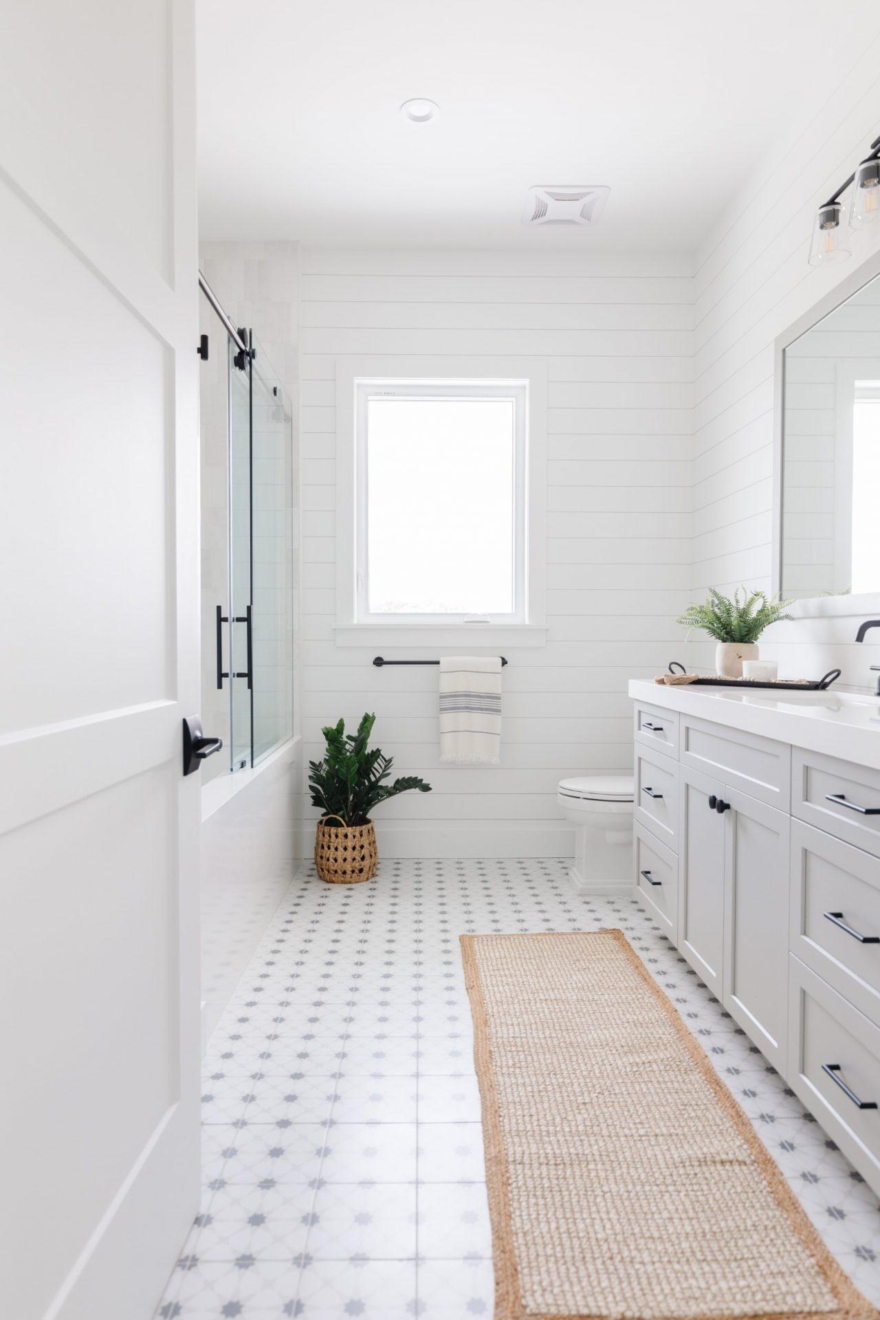 Peet's Perch | Guest Bathroom