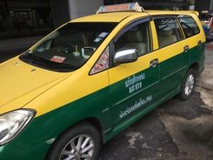 タイのタクシーは日本と比べて安全?,タイでタクシー を拾う上手な乗り方は?,タイでタクシーに乗る時の意点とわ?