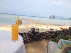 タイのシーチャン島の海はきれい?,シーチャン島は海水浴できる?,シーチャン島の交通手段の方法は?