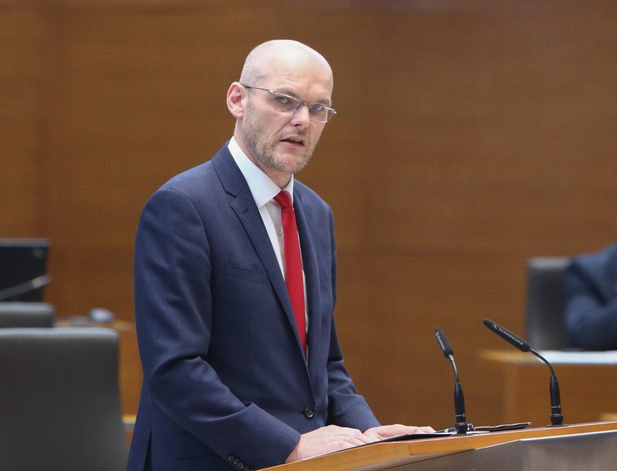 Klemenčič korak bliže položaju Komisarja