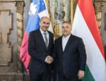Janša s soprogo na obisku pri Orbánu