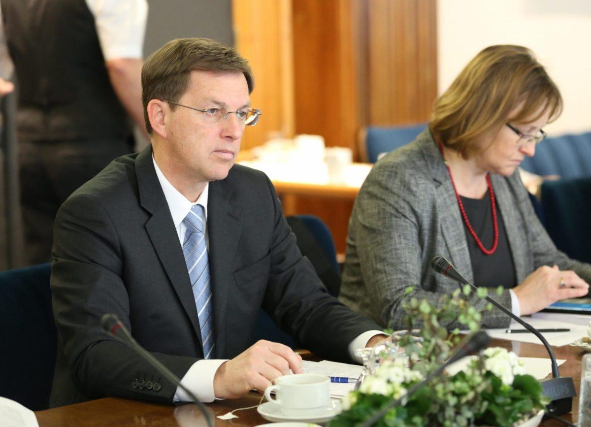 """Povolilno """"reševanje"""" 700 milijonov s prevzemom hrvaških terjatev od NLB"""
