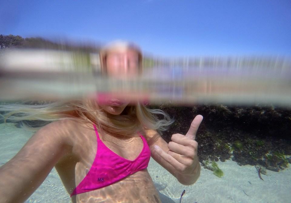 underwater-selfie-no-dome-port