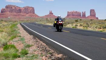 Zartusacan - Riding through Monument Valley