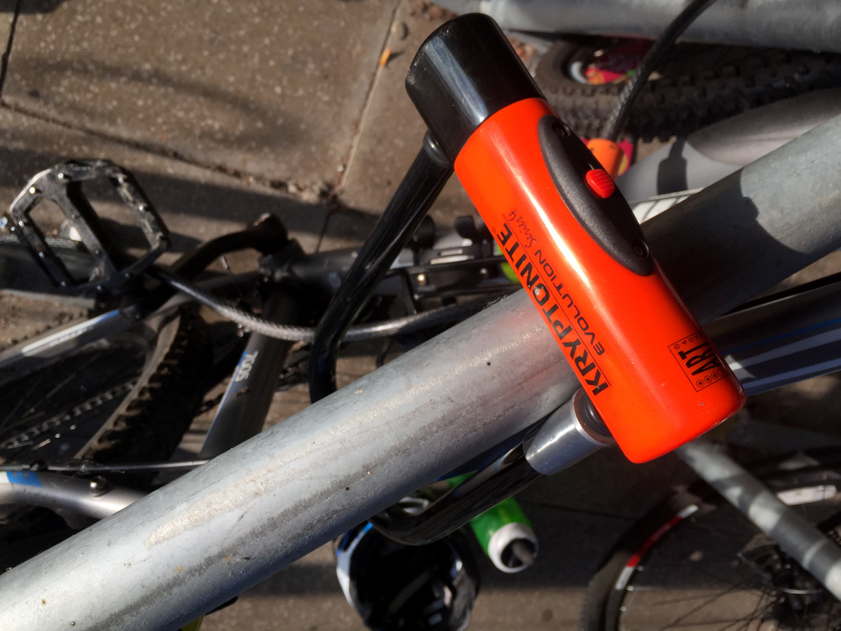CYCLE SECURITY TIPS | KRYPTONITE SERIES 4 D LOCK