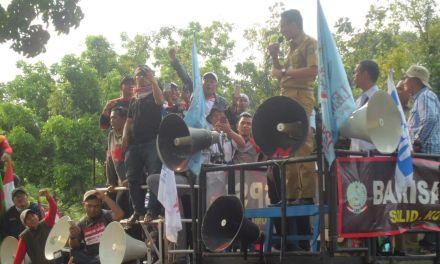 AKSI PENGAWALAN SIDANG DEPEPROV DKI JAKARTA