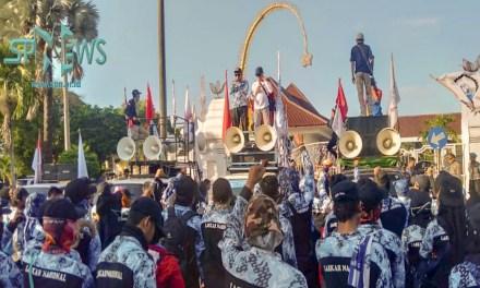 RIBUAN BURUH SERANG GERUDUK KANTOR BUPATI DAN DPRD TOLAK RUU CILAKA
