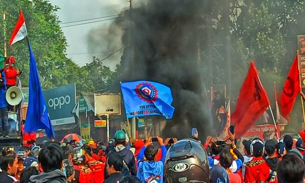 TOLAK OMNIBUS LAW, 10 BURUH DI TANGERANG DIAMANKAN POLISI